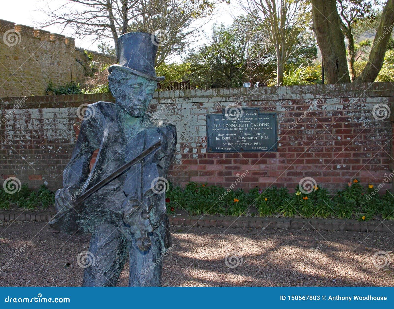 SIDMOUTH, DEVON - 1 DE ABRIL DE 2012: La estatua del Fiddler de Sidmouth se coloca en los jardines de Connaught y conmemora 50 añ