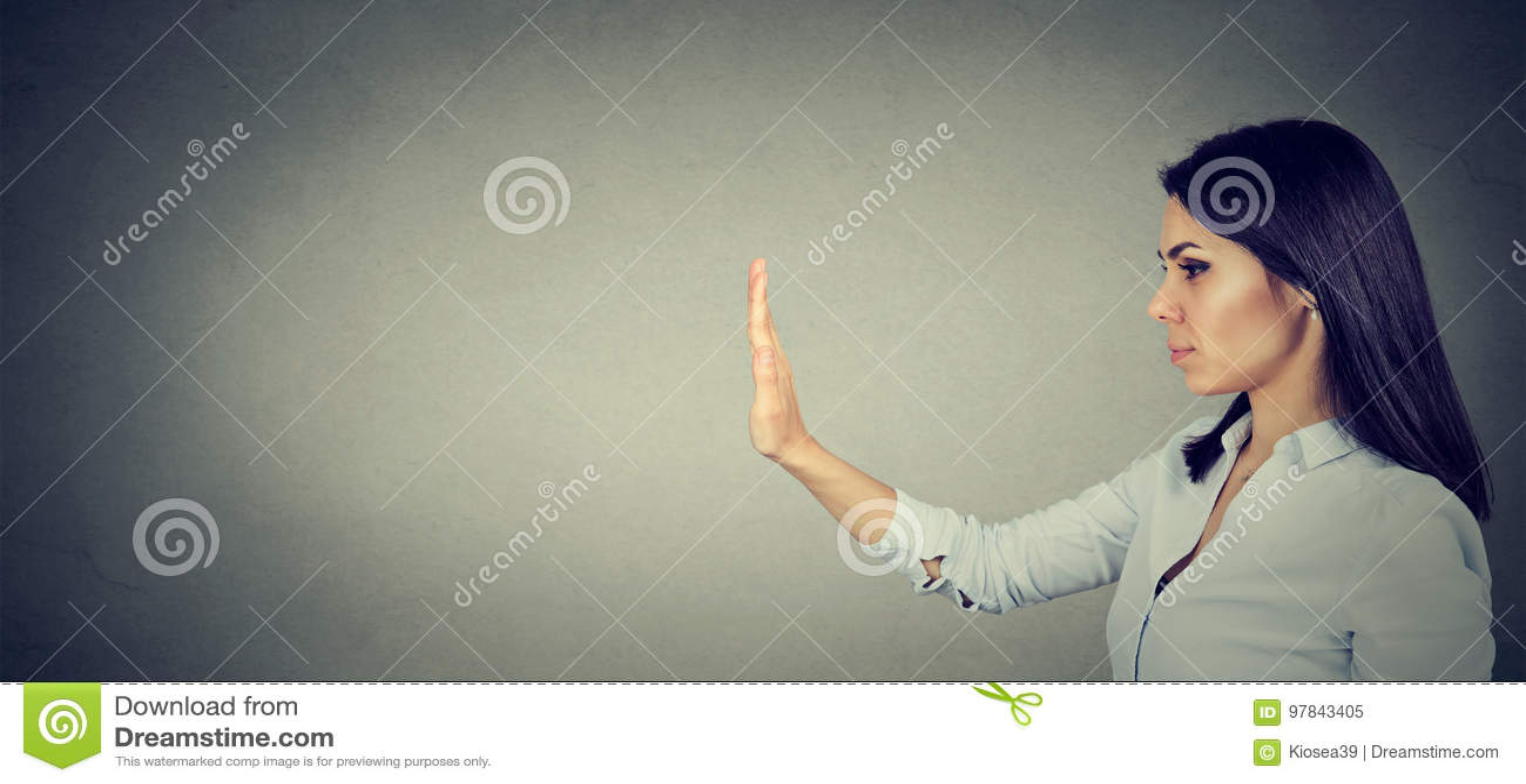 Sidoprofil av kvinnan med stopphandgest
