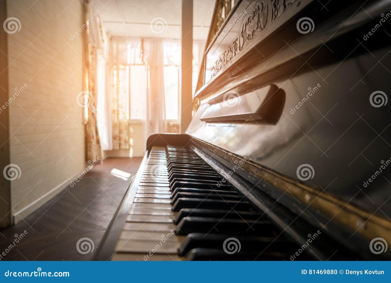 Sidosikt av pianot