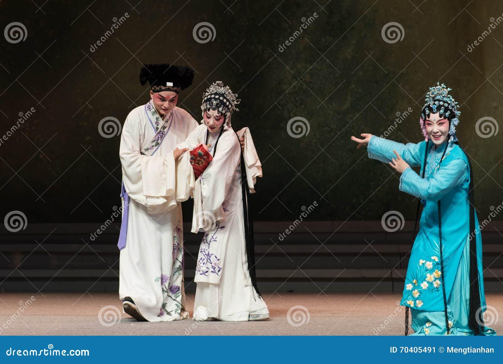 """Sie beglückwünschte ihn auf der Geburt seines weißen Snake† Sohn-Kunqu Opera""""Madame"""