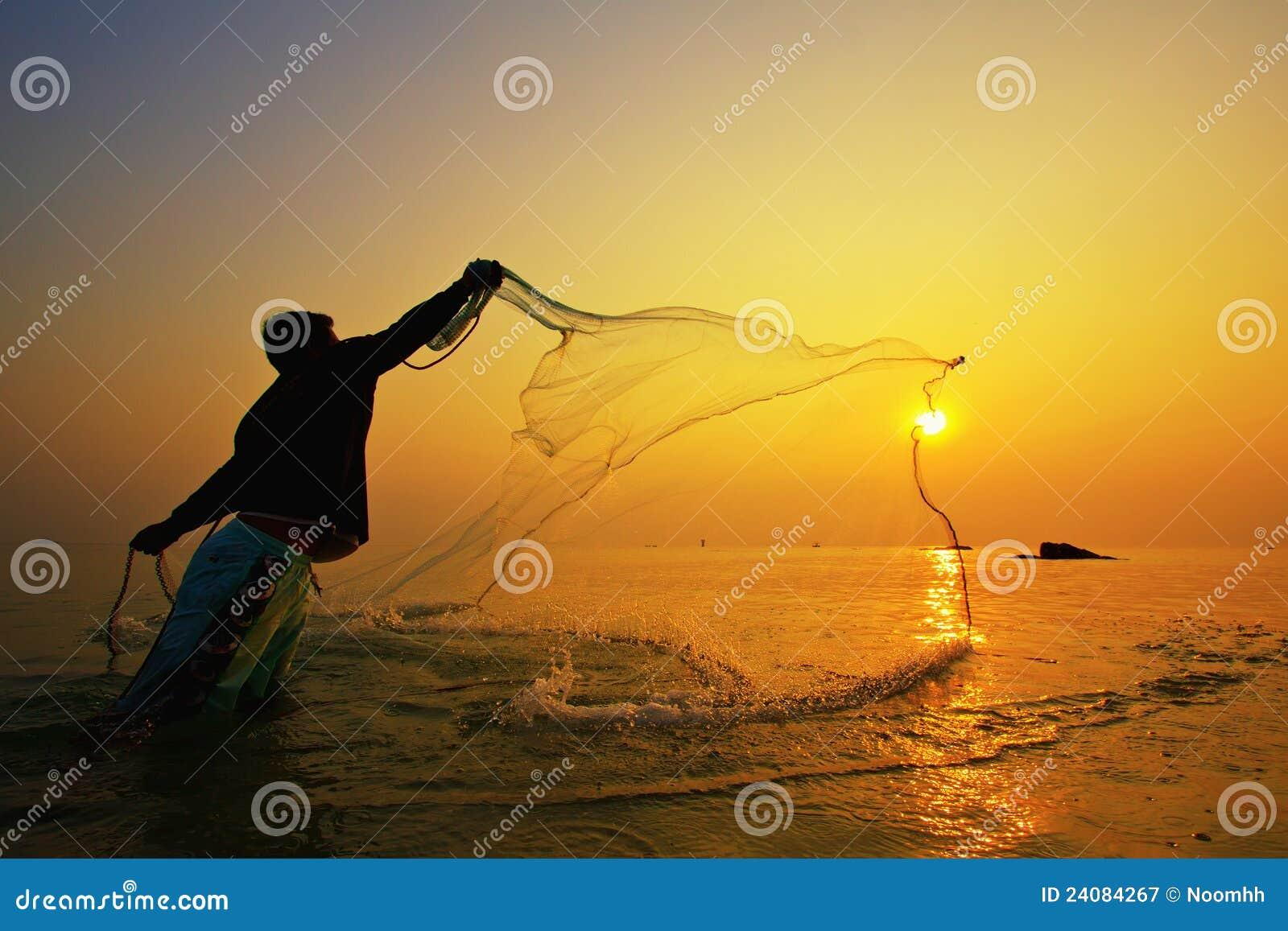 Sieci rybackiej zmierzchu miotanie