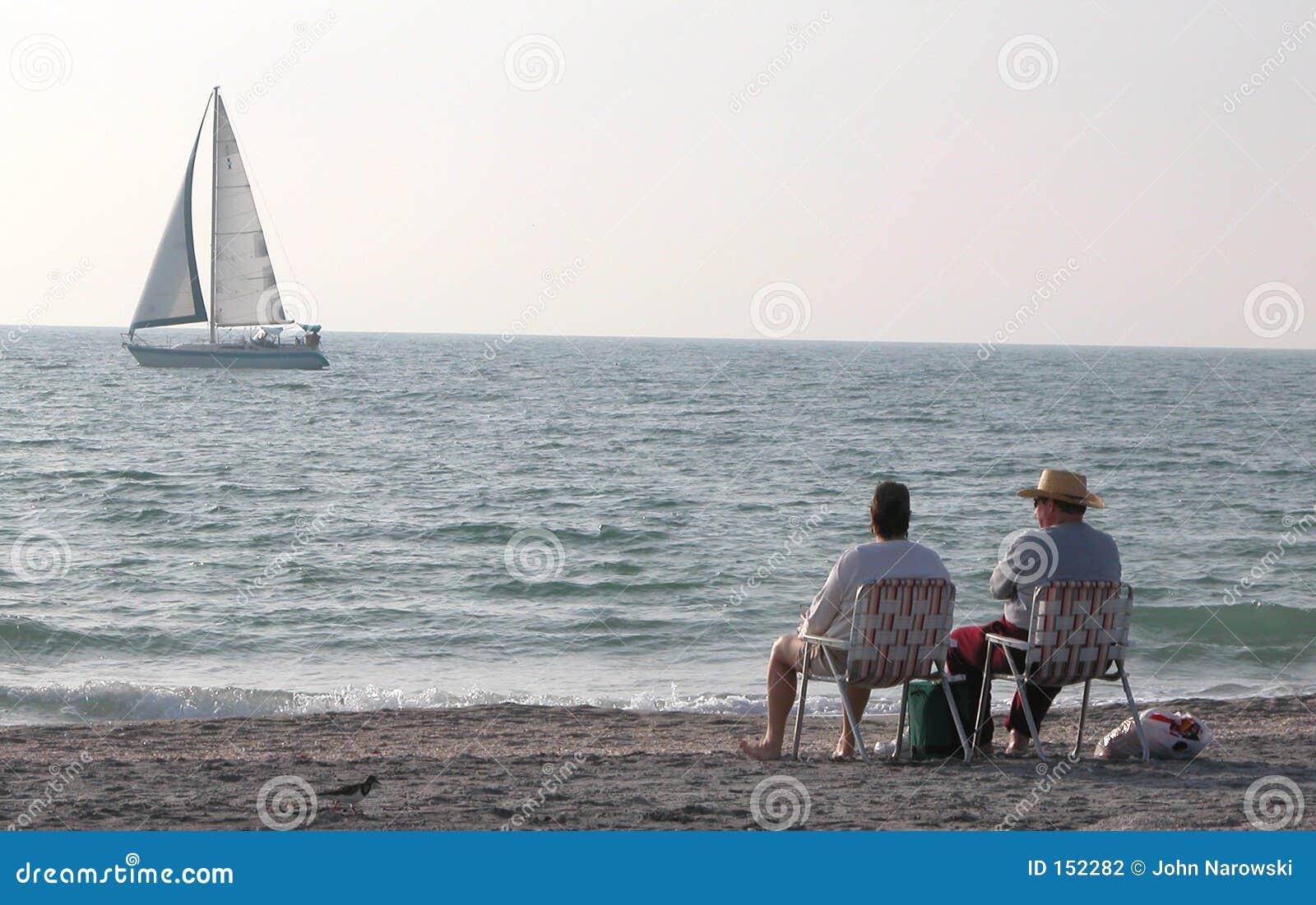 Siedząc na plaży