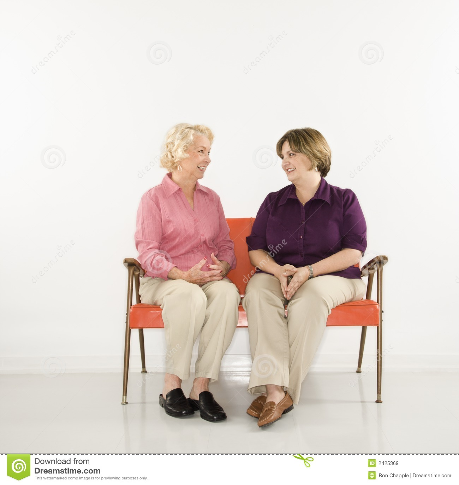 Siedzenia conversing kobiety