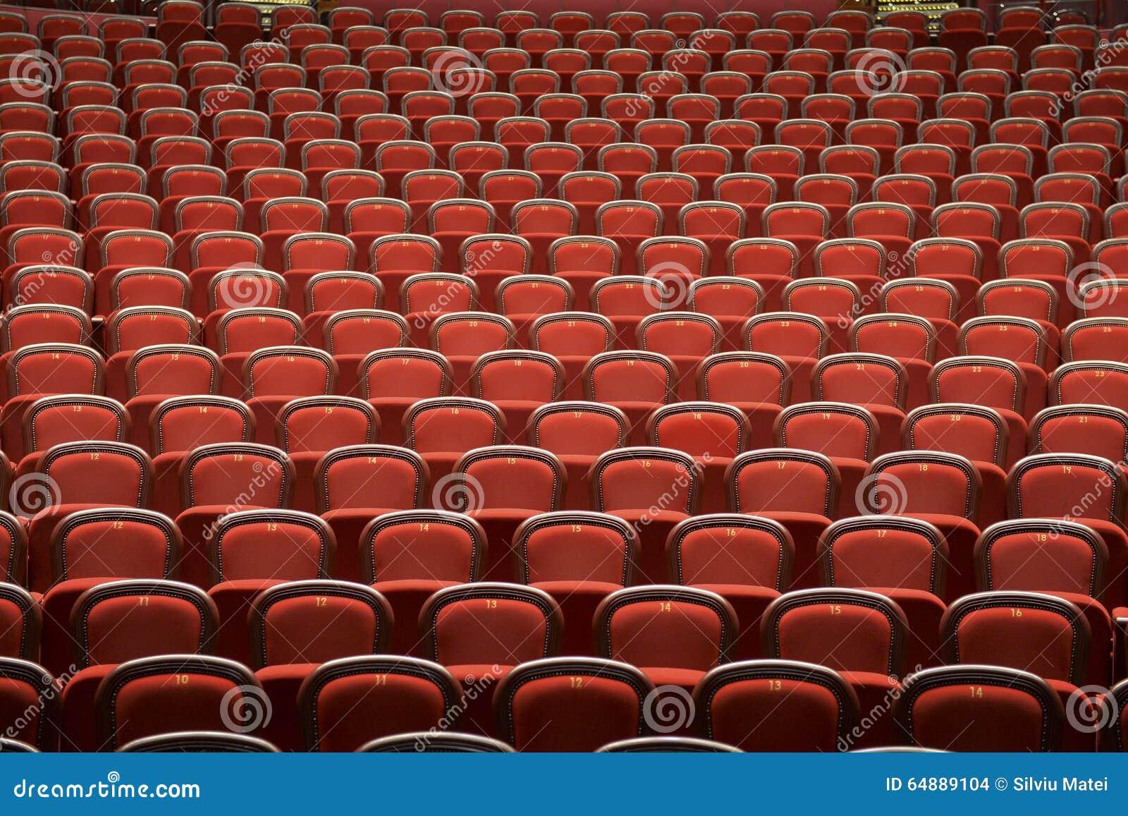 Siedzenia w pustym theatre