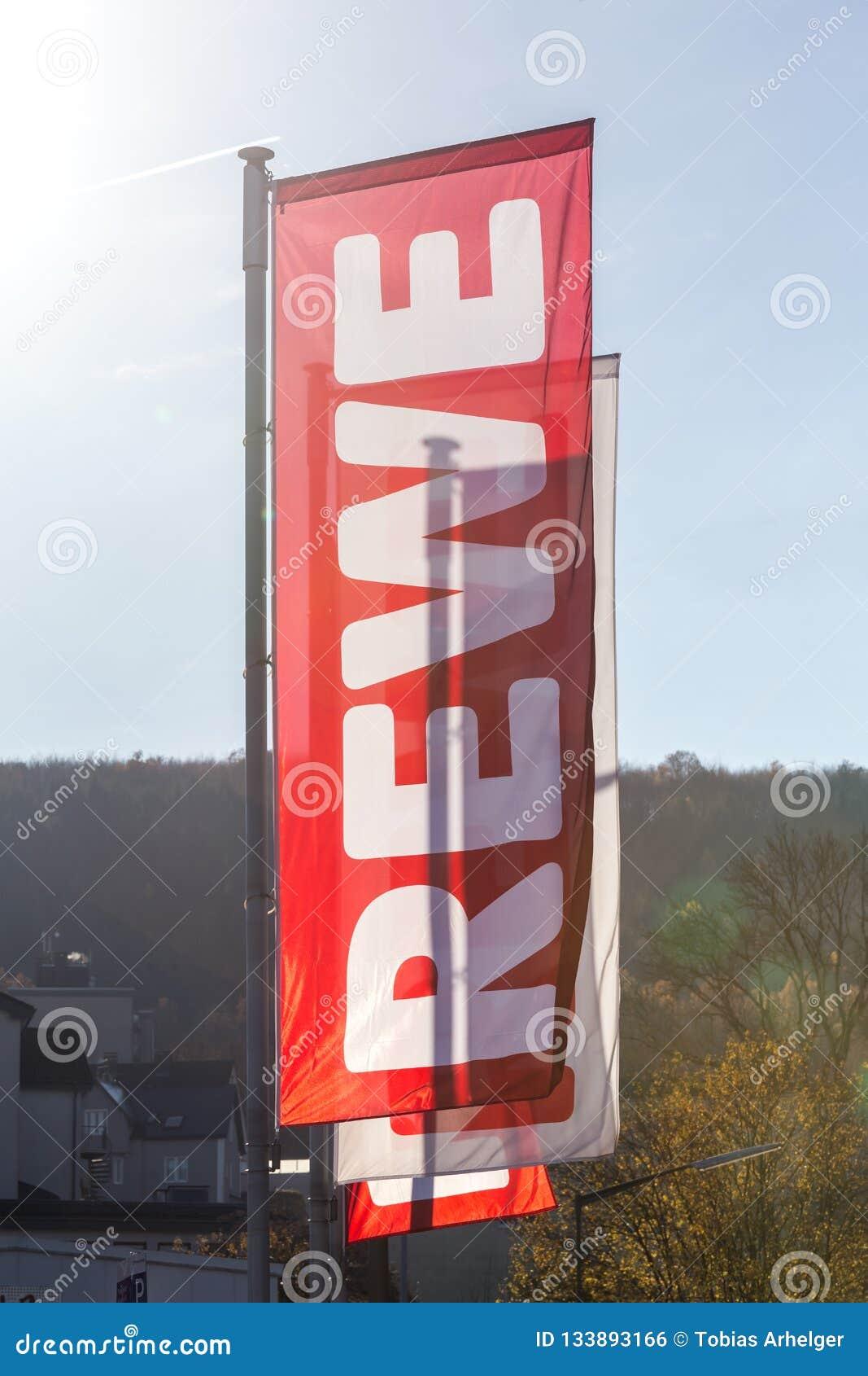 Siegen, Nordrhein-Westfalen/Deutschland - 14 11 18: rewe unterzeichnen herein siegen Deutschland