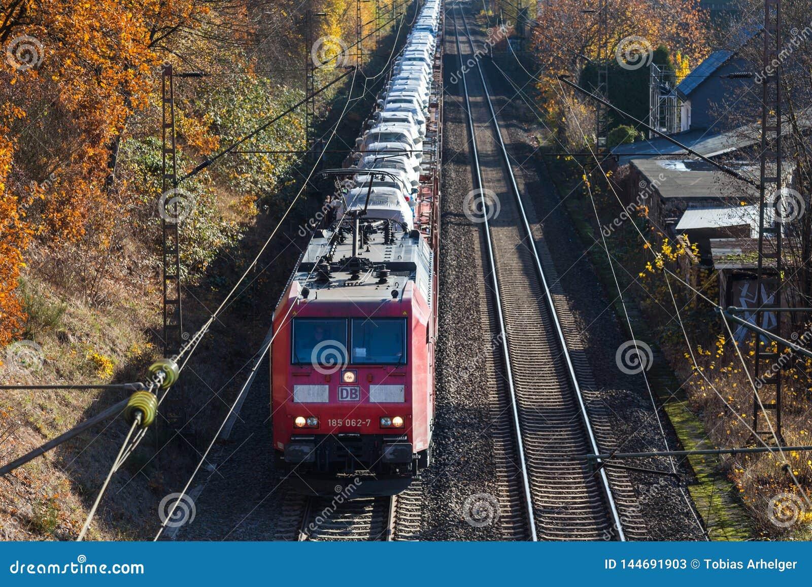 Siegen, Rin-Westfalia del norte/Alemania - 14 11 18: tren de coche cerca del siegen Alemania