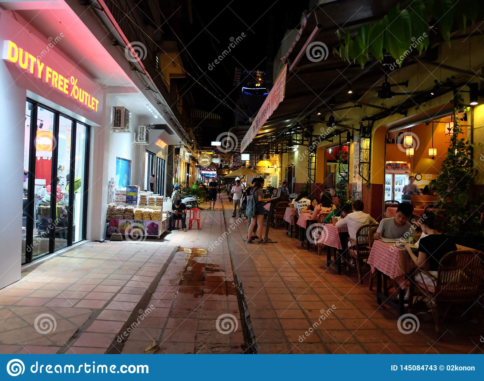 23 271 People Cafe Outside Photos Free Royalty Free Stock Photos From Dreamstime