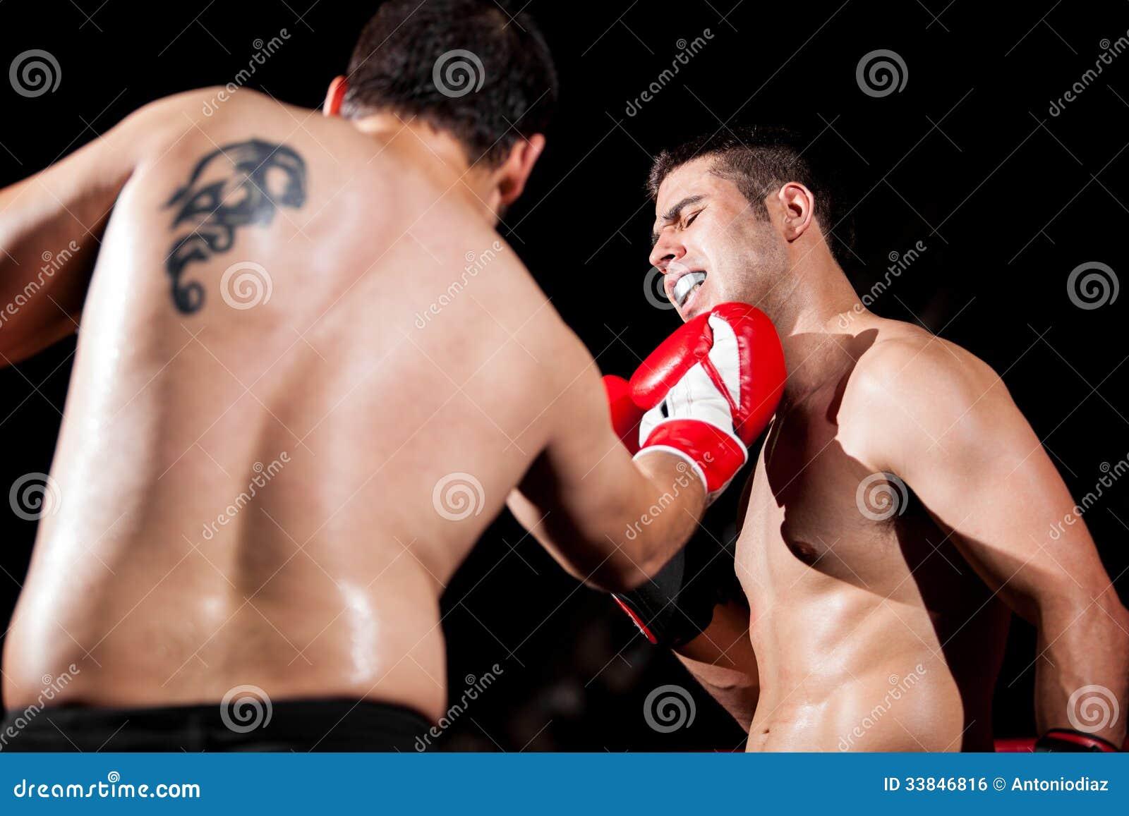 Siendo perforado durante una lucha