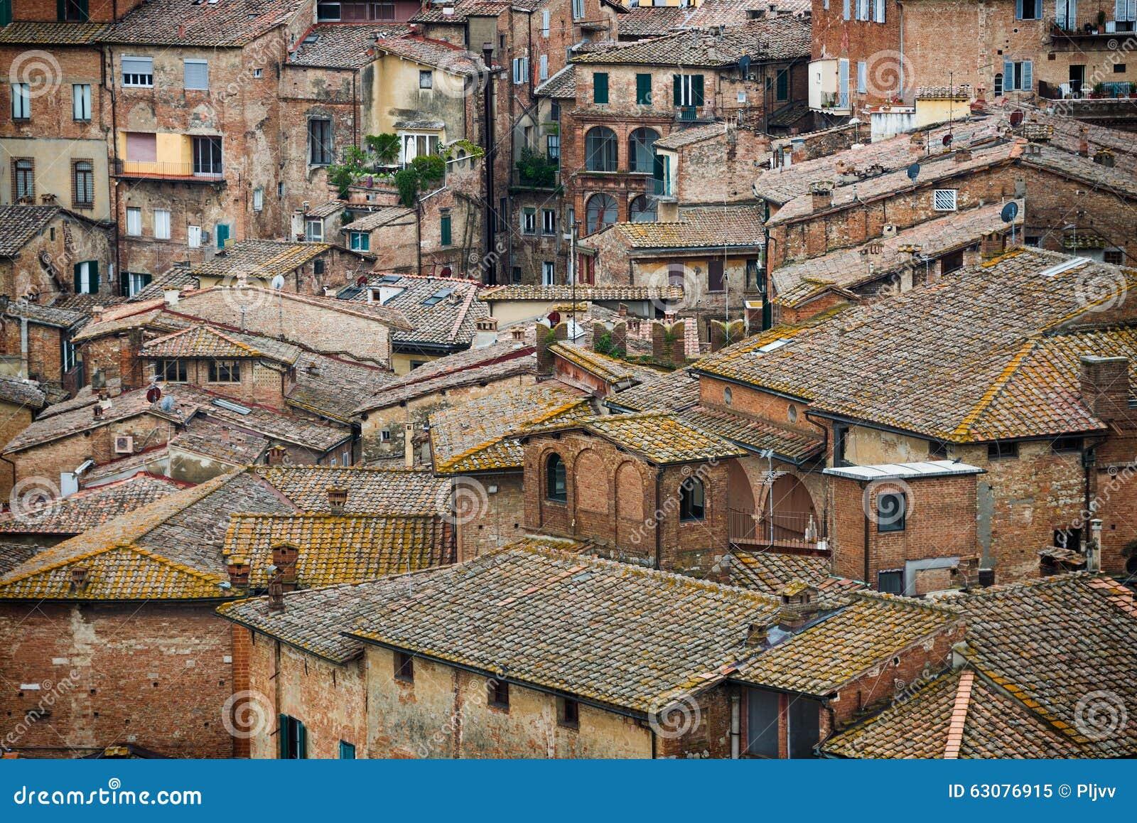 Download Sienne A Coloré Des Toits Et Des Murs Image stock - Image du place, extérieur: 63076915