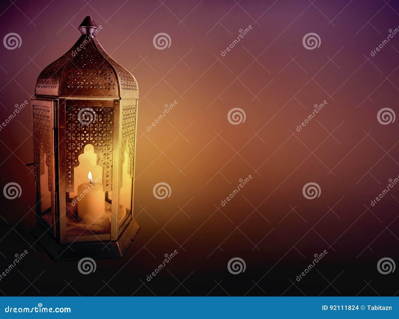 Sier arabische lantaarn met het branden van kaars die bij nacht gloeien groetkaart uitnodiging - Oostelijk licht ...