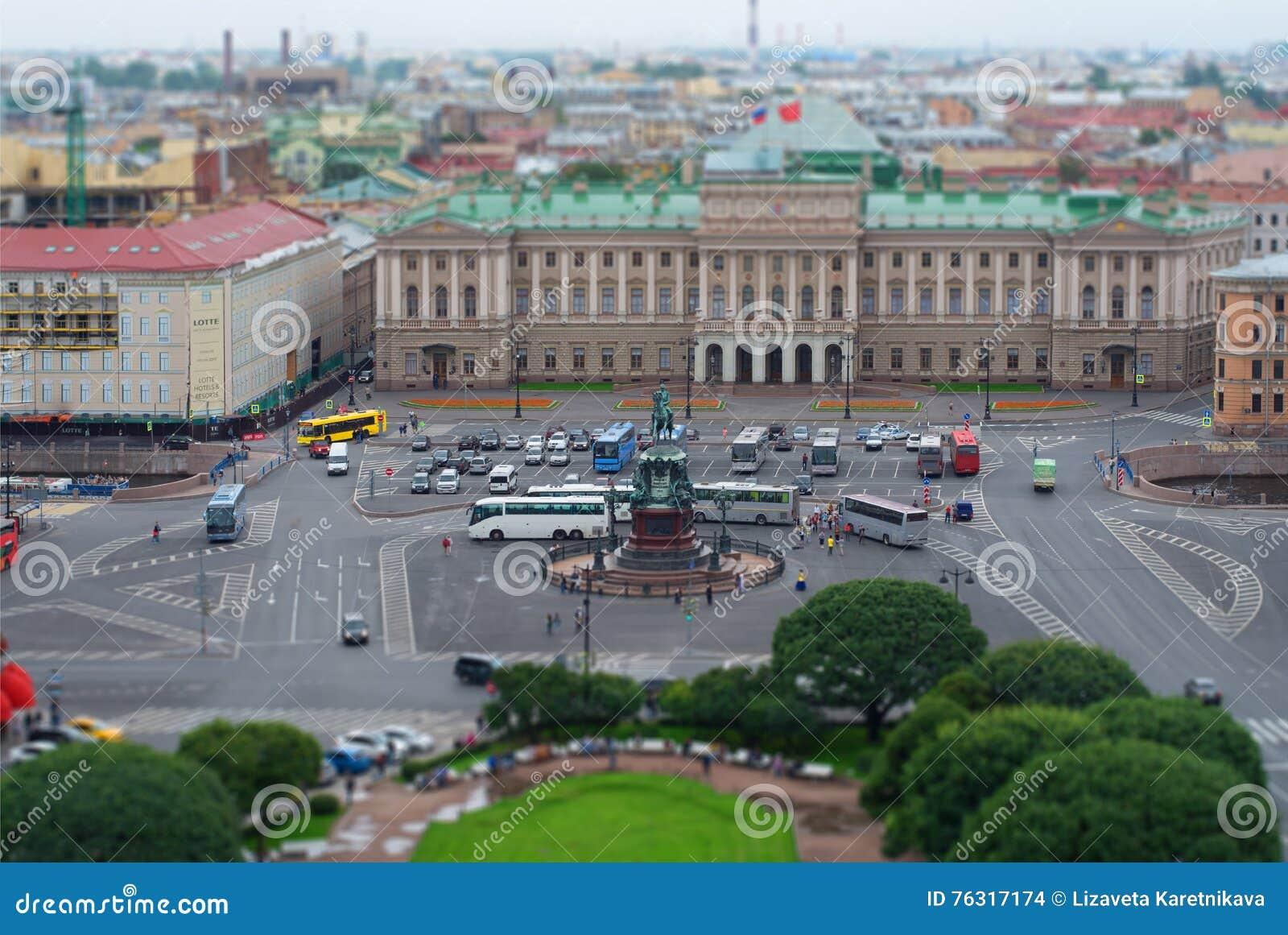 06 Sierpień, 2016 - Panoramiczny widok świętego Isaac kwadrat w StPetersburg, Rosja
