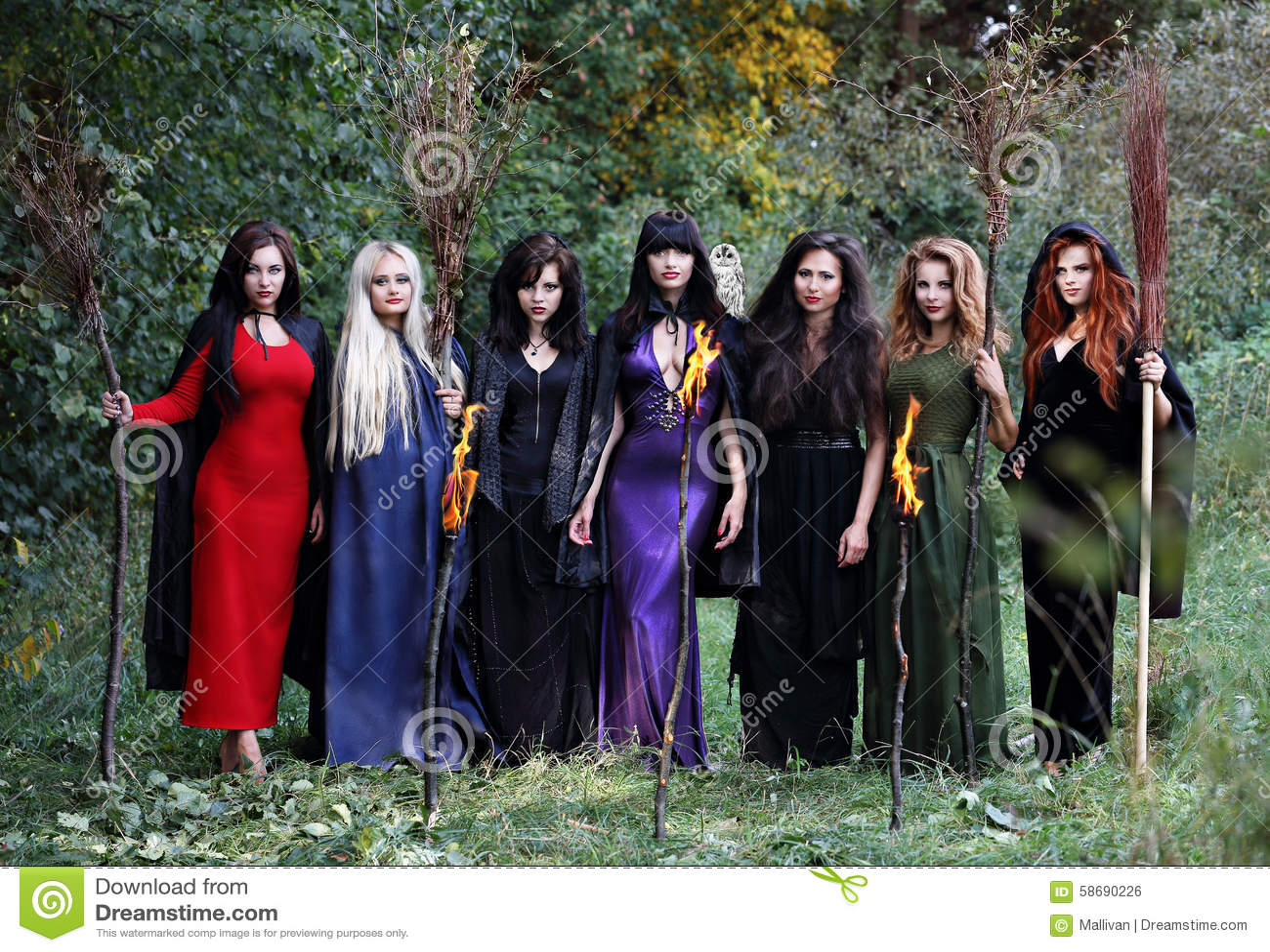 Siete brujas hermosas