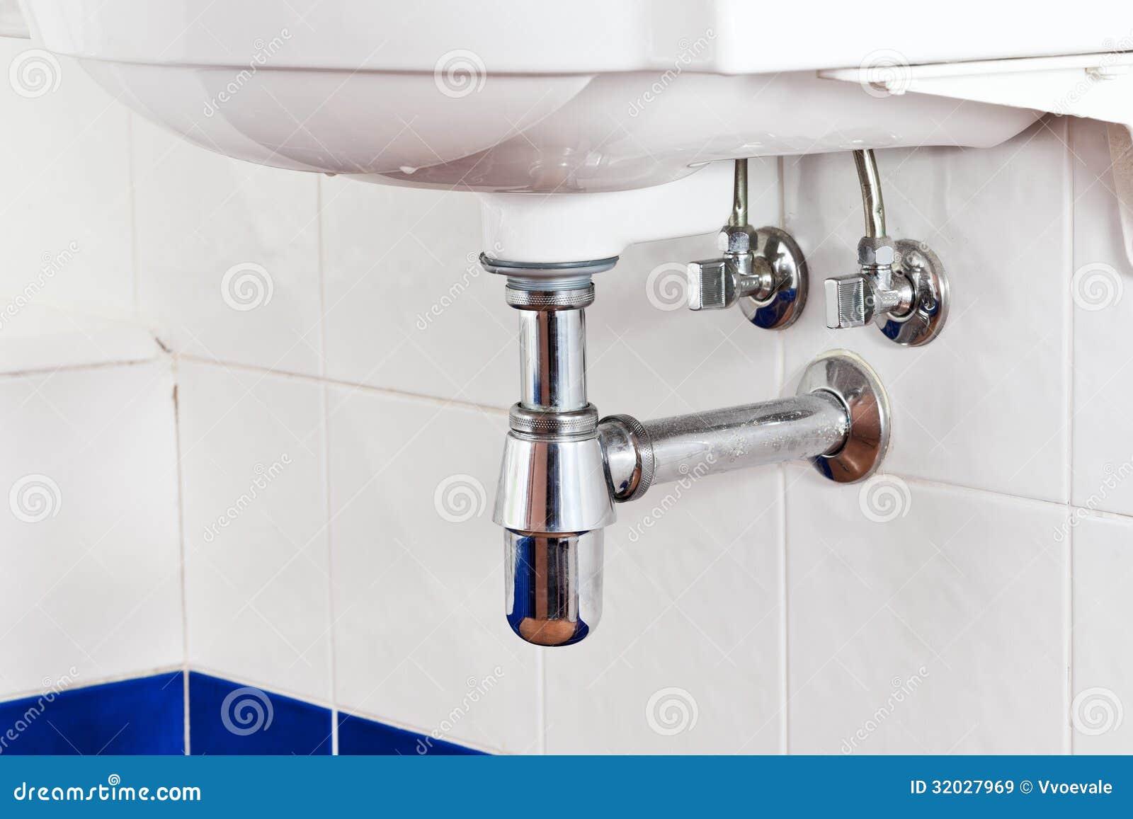 Sifone e scolo del lavandino del metallo immagine stock immagine di usato bathroom 32027969 - Sifone lavandino bagno ...