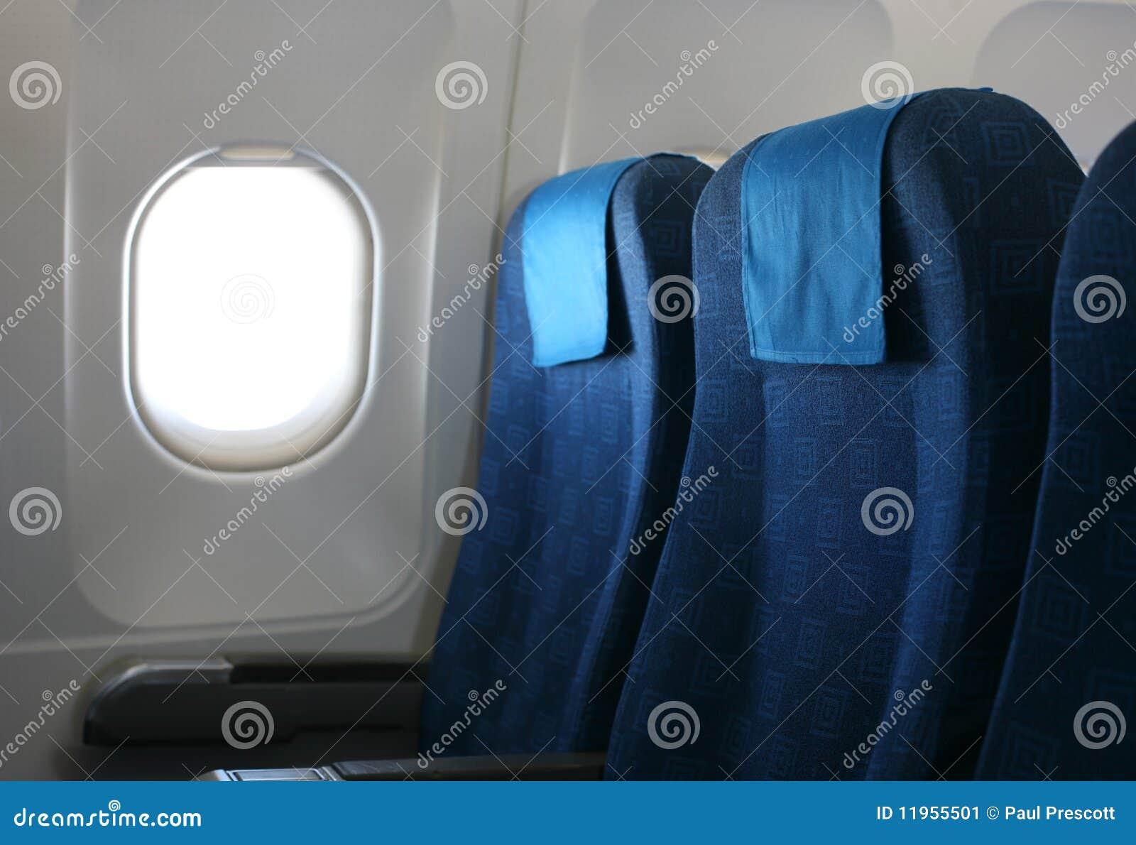 Si ge et hublot d 39 avion image stock image 11955501 for Fenetre hublot interieur