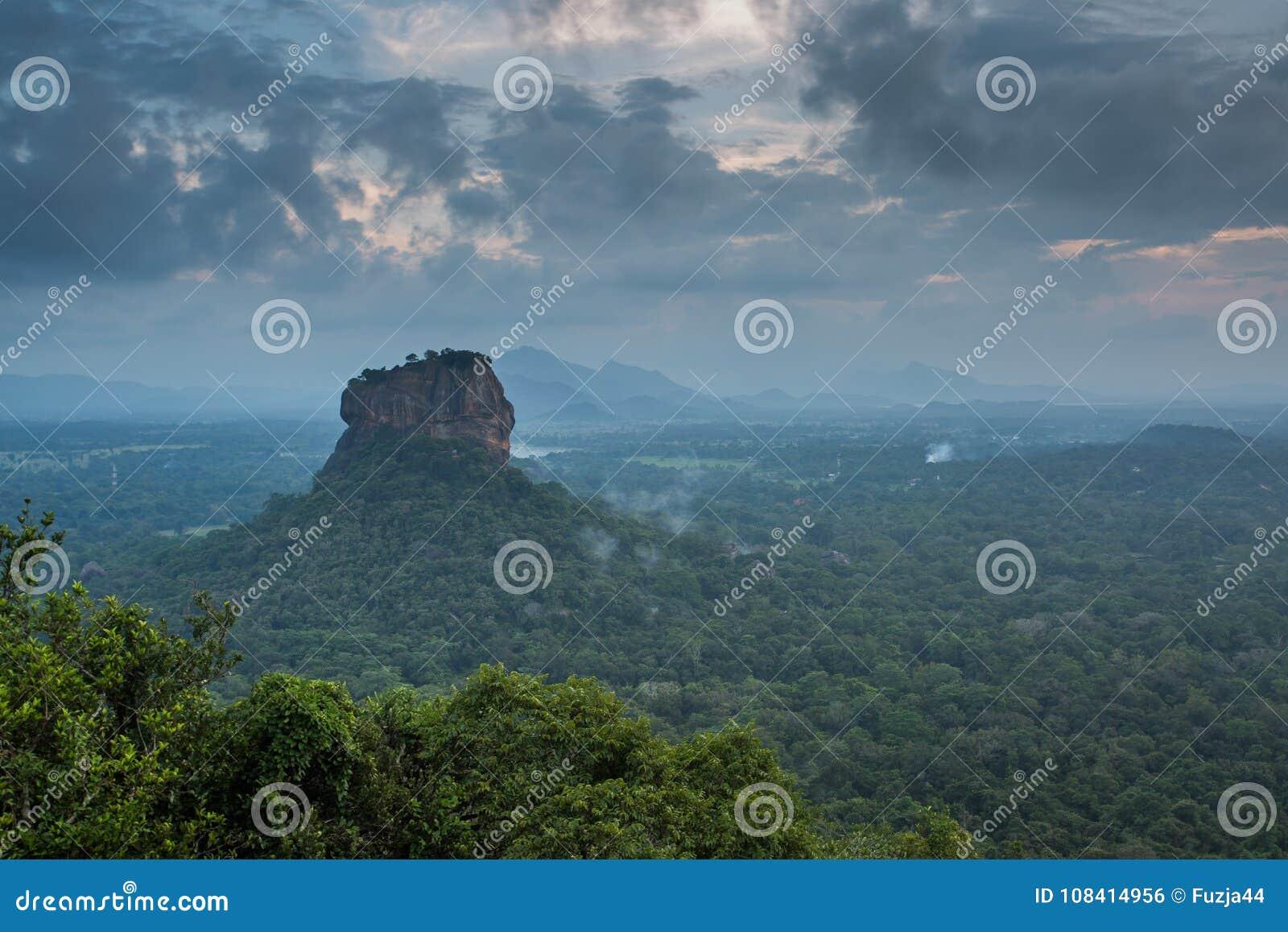Sigiriya lwa skały forteca, widok od Pidurangala, Sri Lanka
