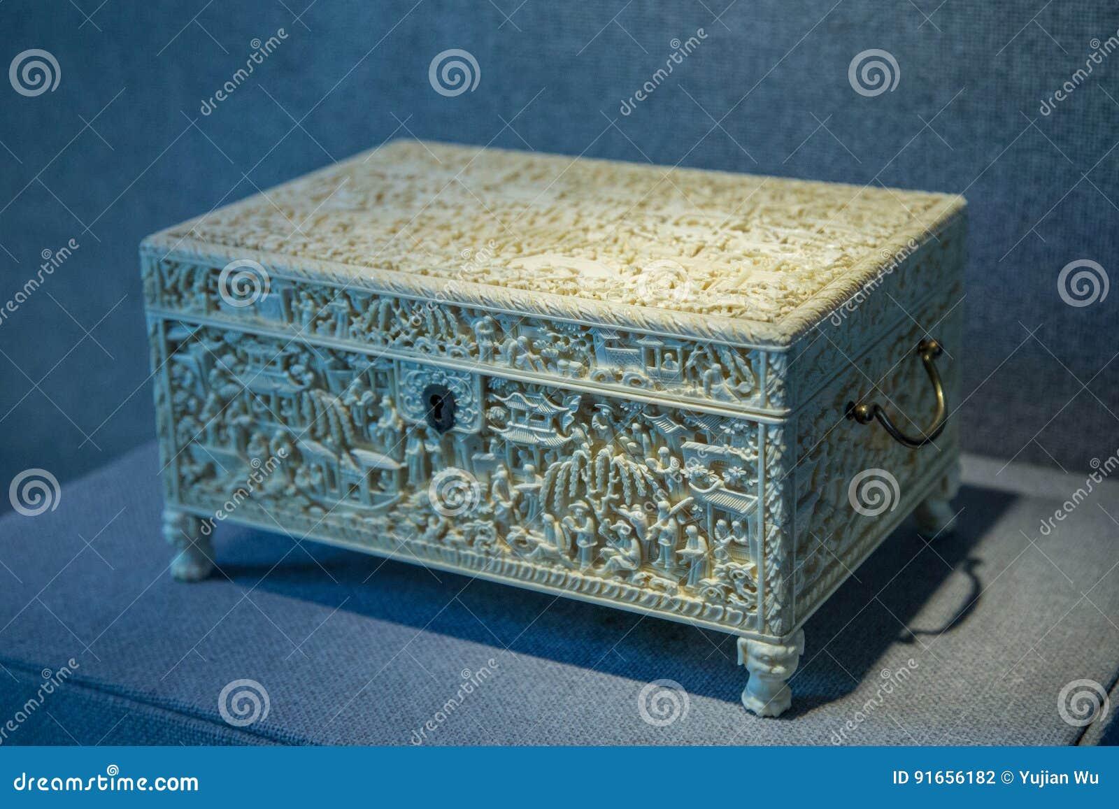 Siglo XIX 1801-1900 artes antiguos de la talla de marfil, caja del tougue de las historias del jardín