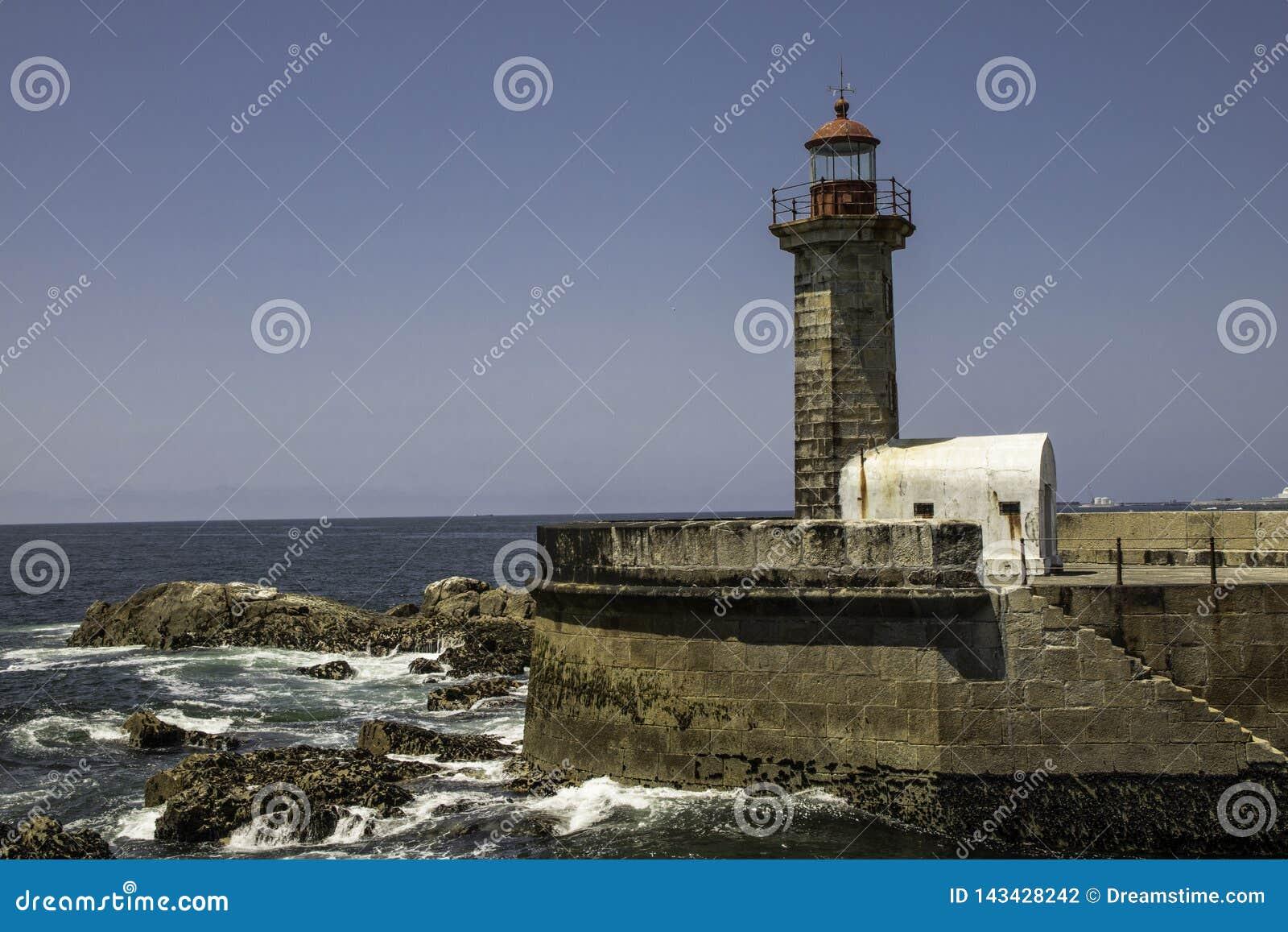 Signalleuchtturm am Eingang des Duero-Flusses in Oporto in Portugal