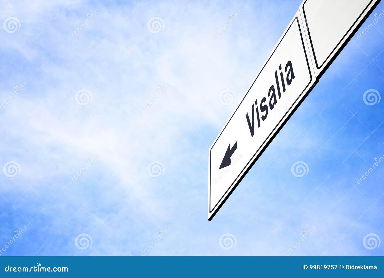 Signboard wskazuje w kierunku Visalia