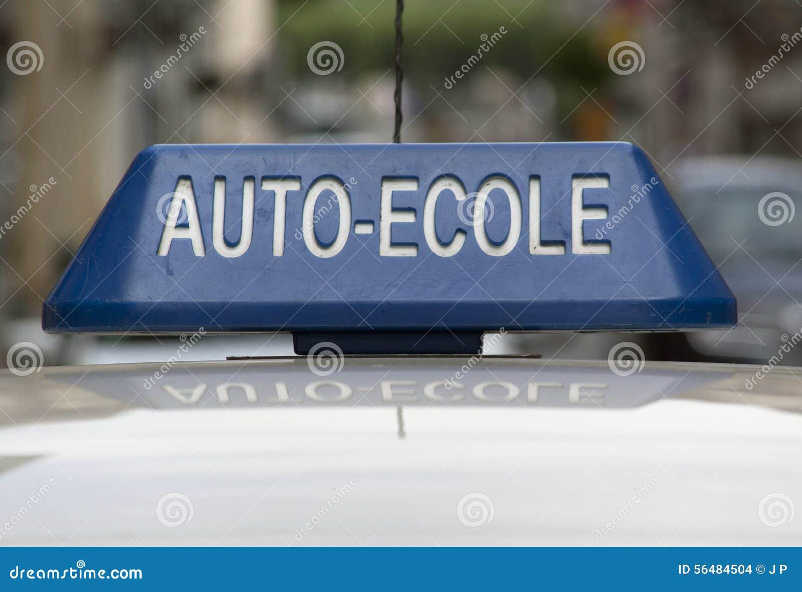 Signe d une auto-école française sur une voiture