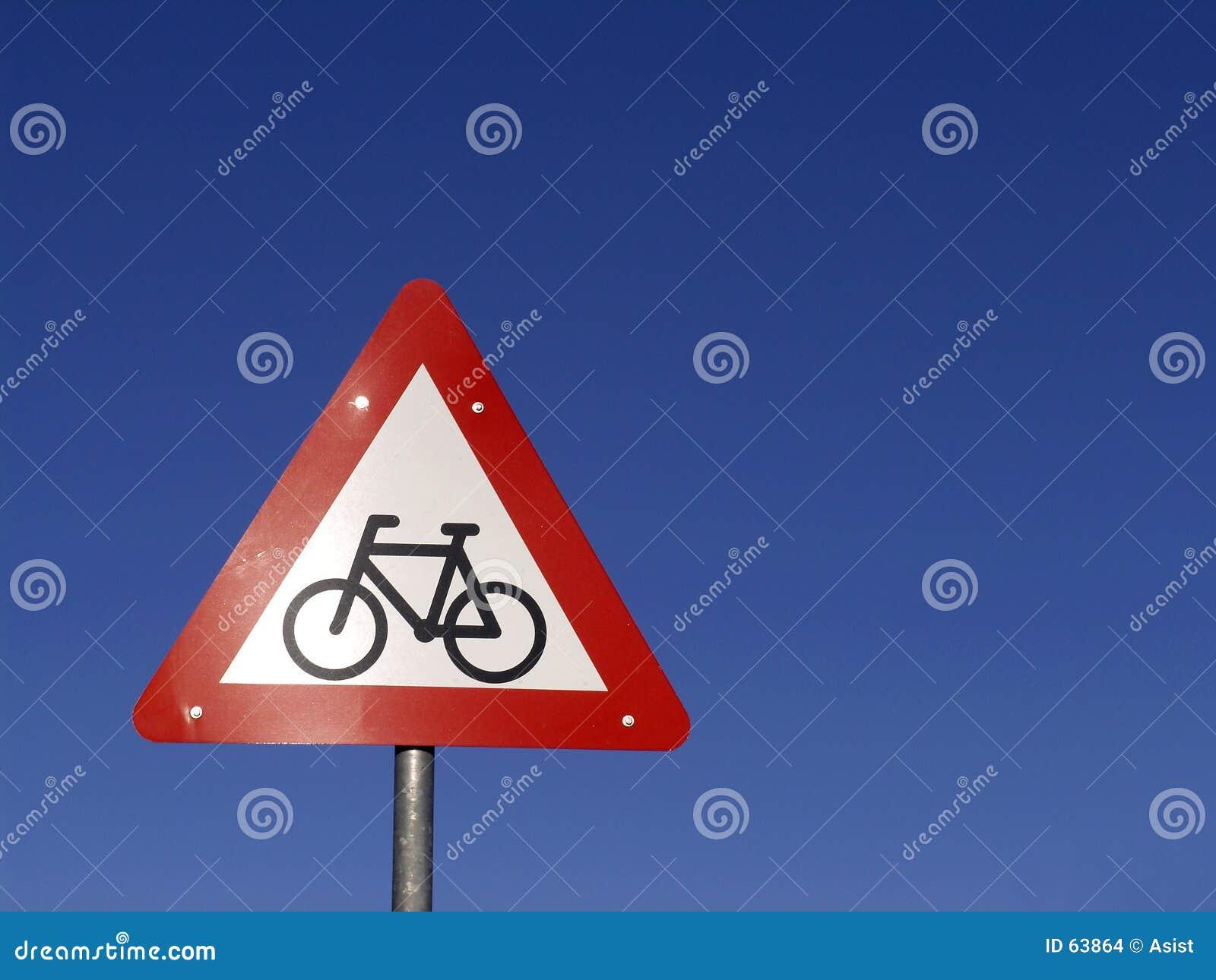 Signe de cyclistes en avant