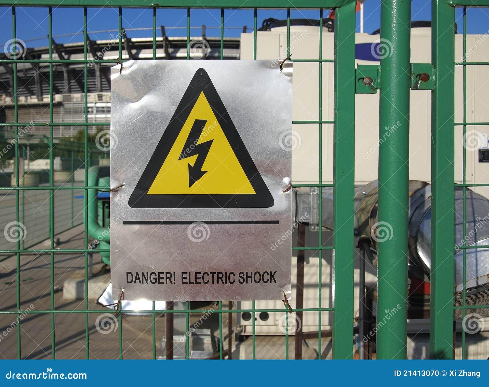 Signe de danger de l 39 lectricit photo stock image 21413070 for Dangers de l electricite