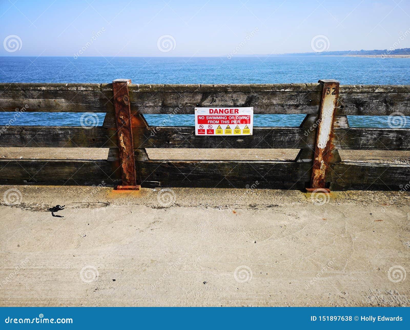 Signe de danger de plage de Gorleston