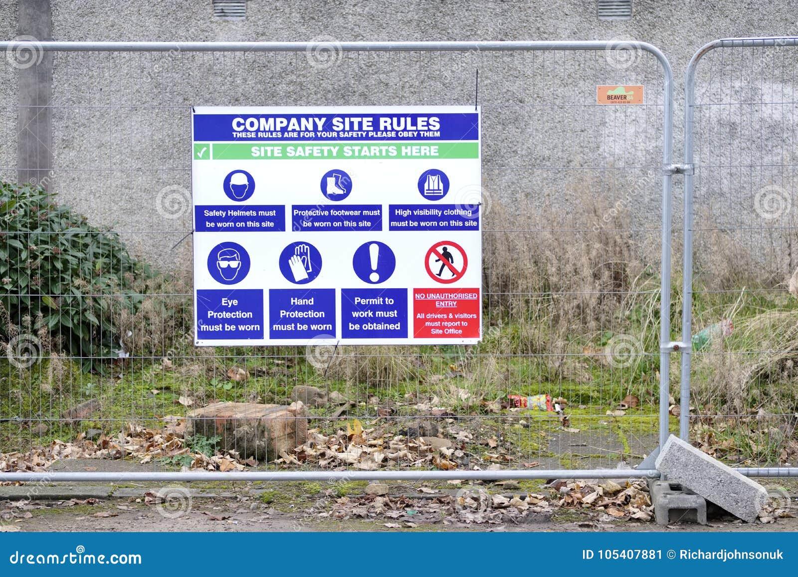 Signe de lieu de travail de santé et sécurité au chantier de construction