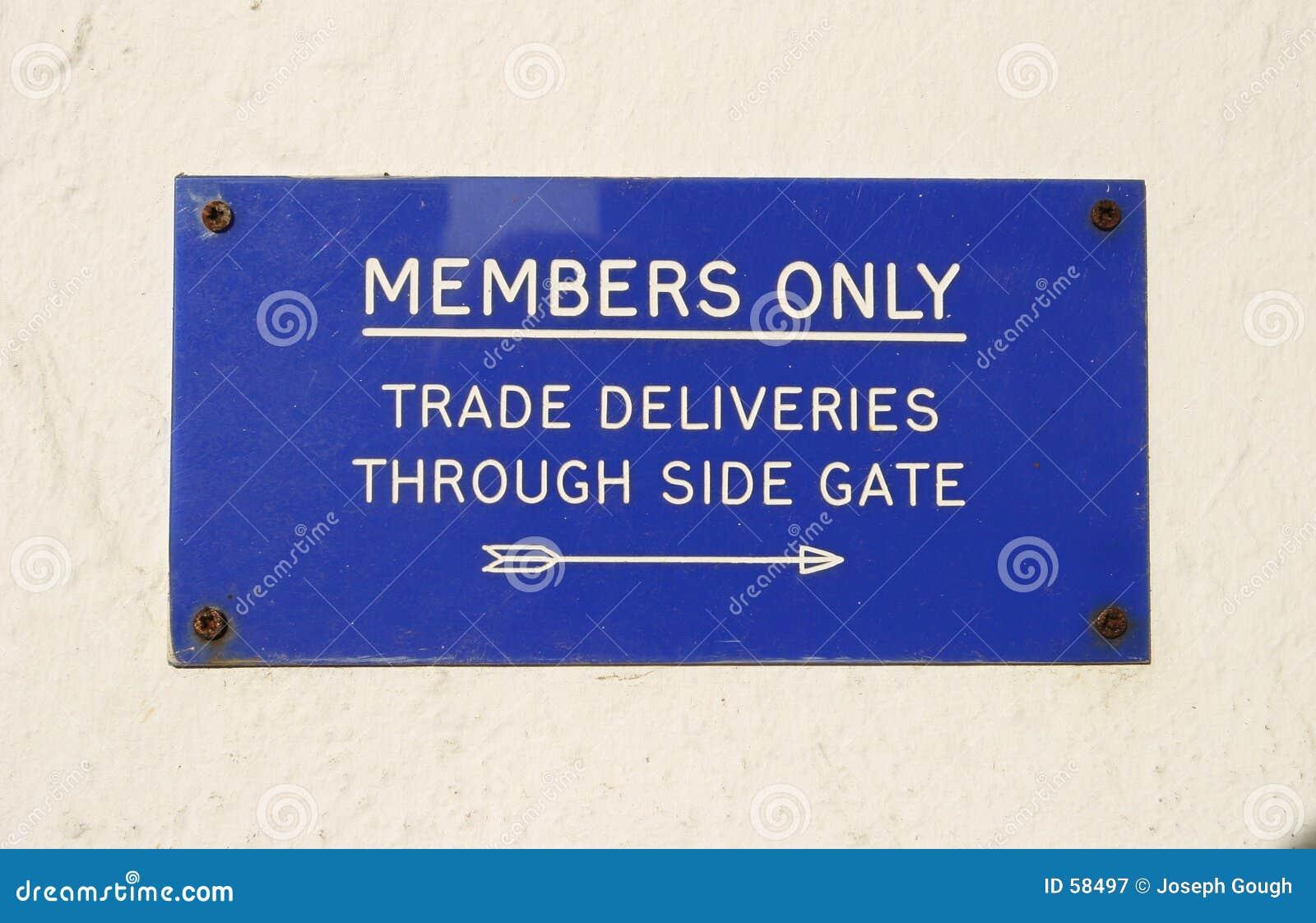 Download Signe, membres seulement image stock. Image du bleu, signe - 58497