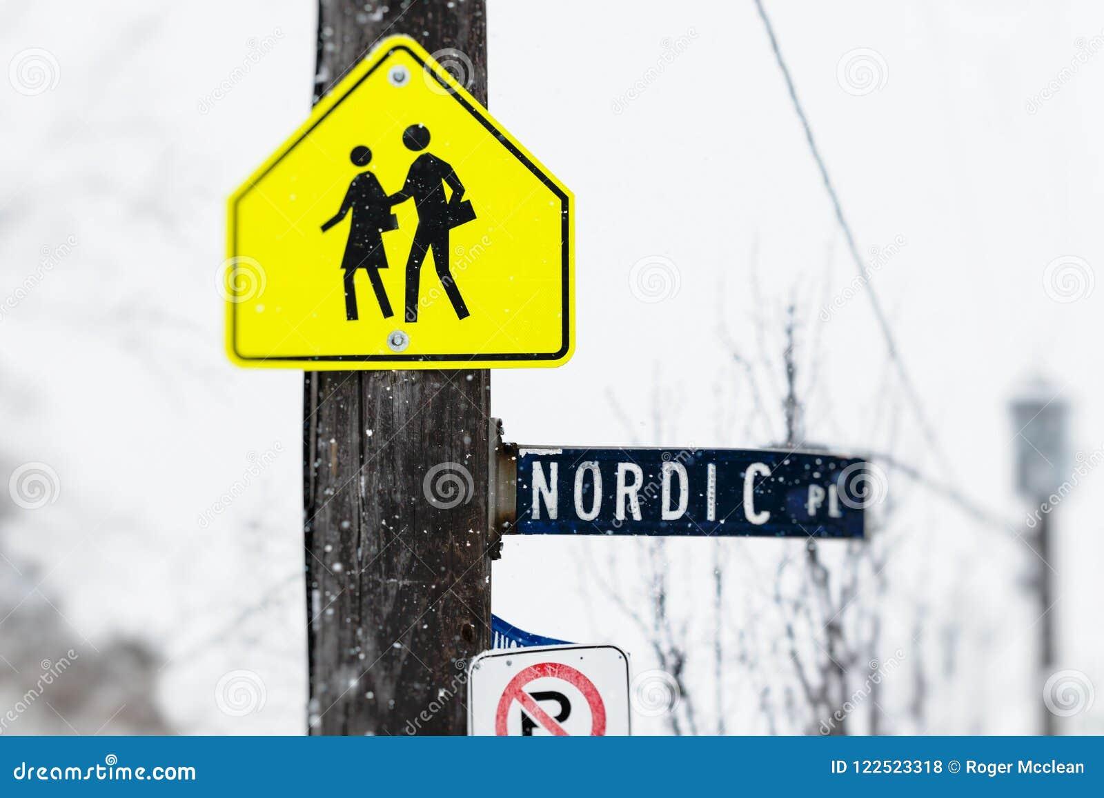 Signe nordique d endroit de croisement d étudiant