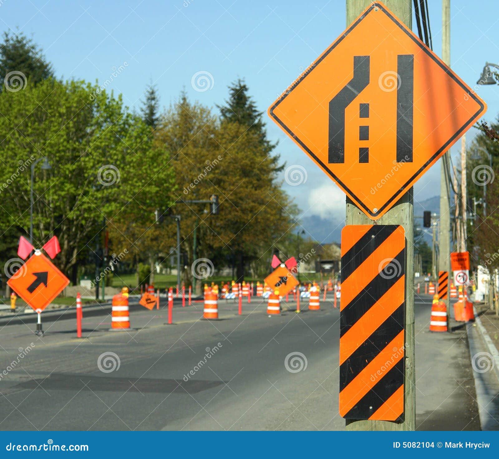 Signes de détour de construction de routes