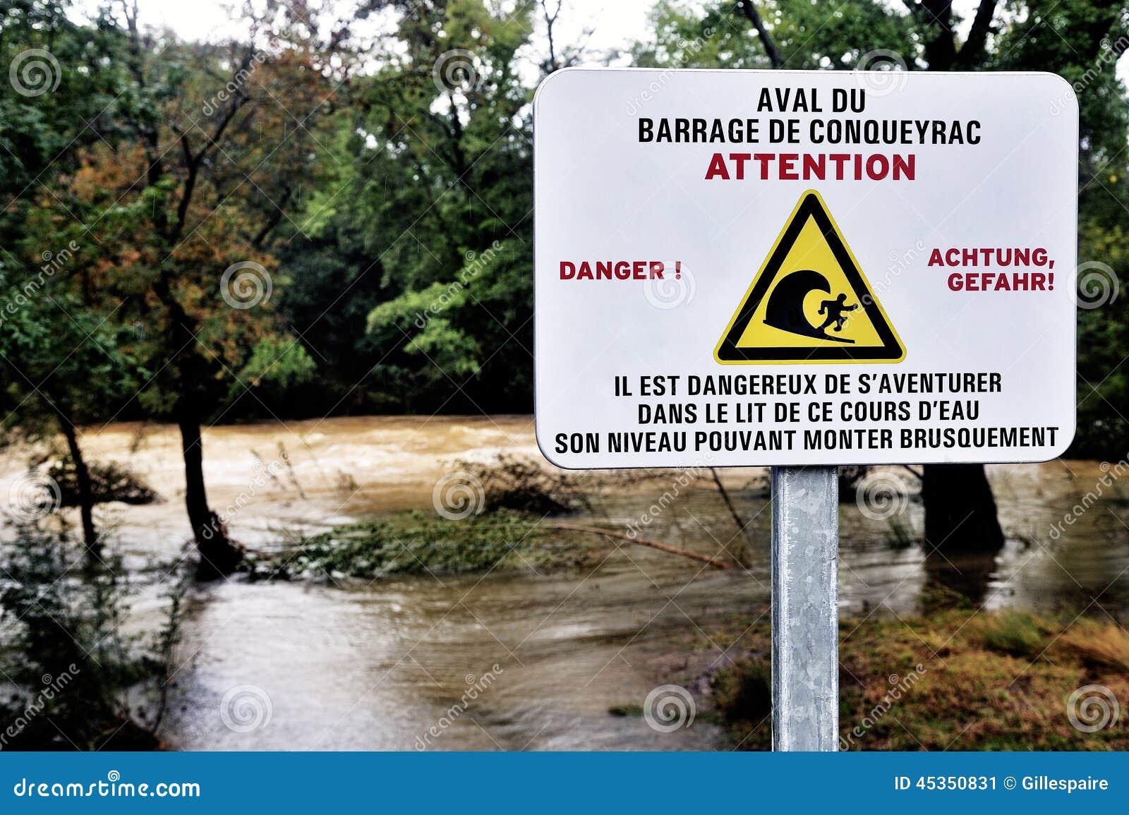 Signez l avertissement du danger de l eau de barrage en amont laissé tomber