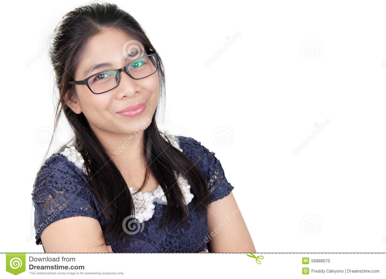 Signora asiatica felice, sopra bianco
