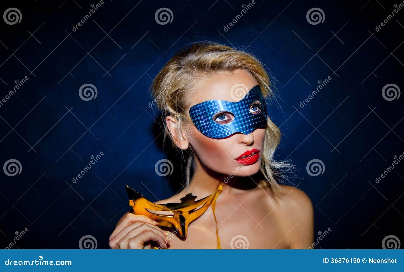 Download Signora Di Bellezza Che Posa Nella Maschera. Fotografia Stock - Immagine di partito, fascino: 36876150
