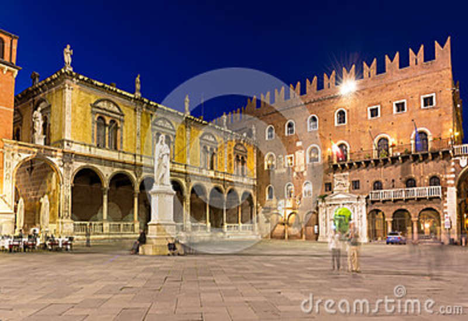 Signori dei аркады с статуей Dante в Вероне