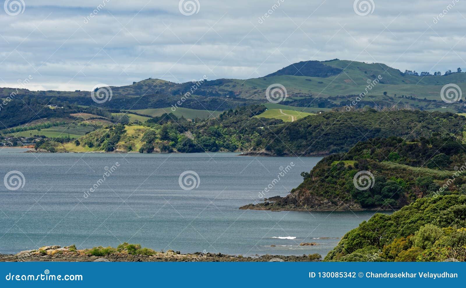 Sikt över kabelfjärden i Mangonui Nya Zeeland