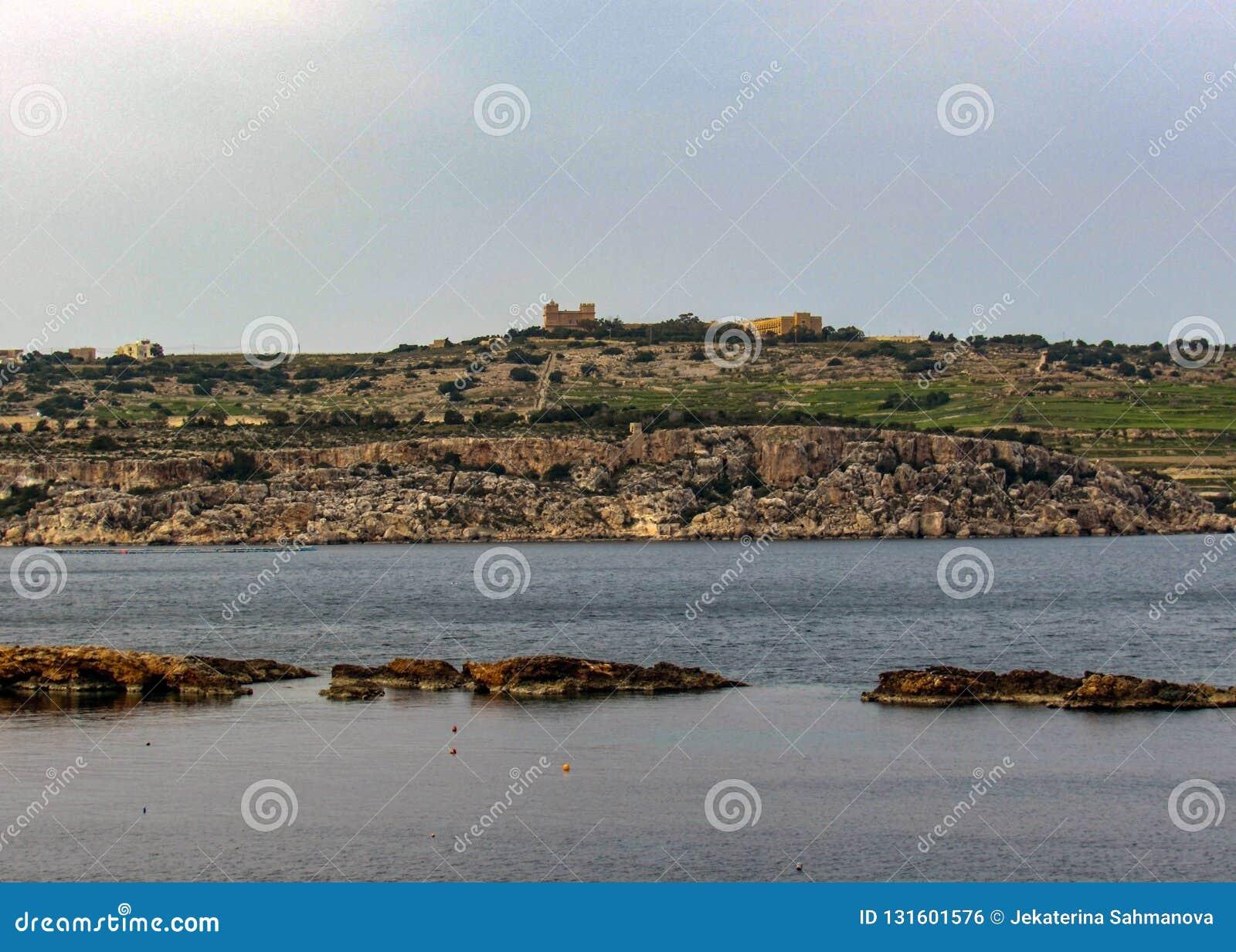 Sikt över St Pauls Bay, Bugibba, på den medelhavs- ön av Malta, Europa