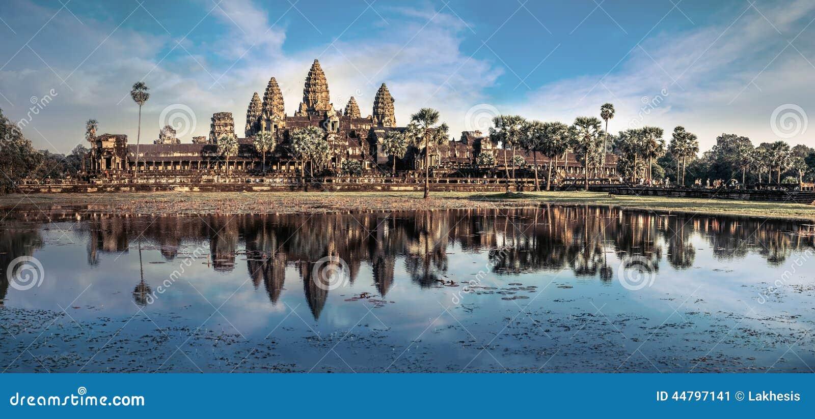 Sikt av den Angkor Thom templet under blå himmel Angkor Wat, Cambodja