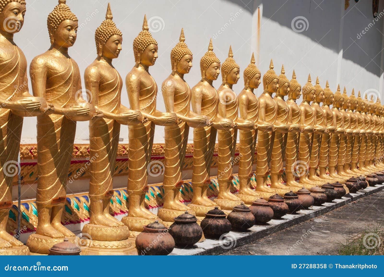Sikt av den buddha statyn i Thailand