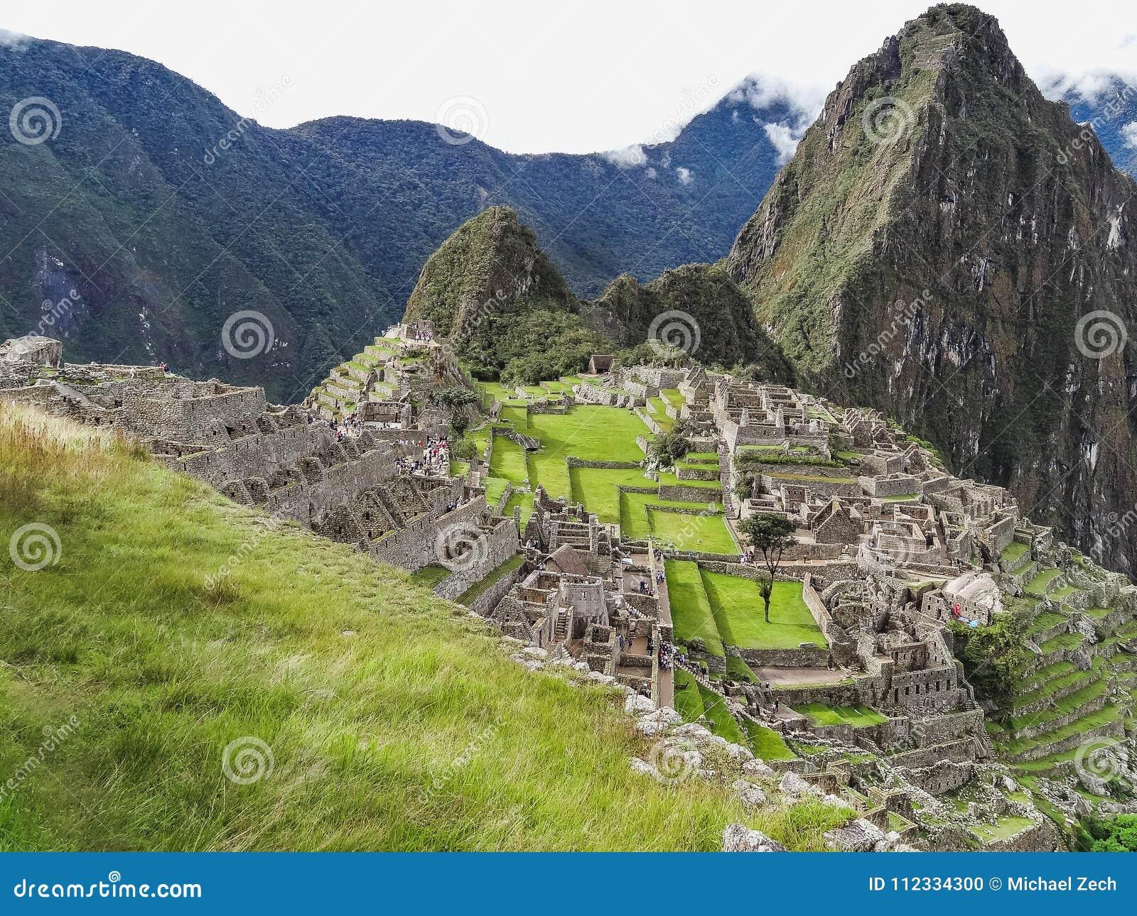 Sikt av den forntida Inca City av Machu Picchu