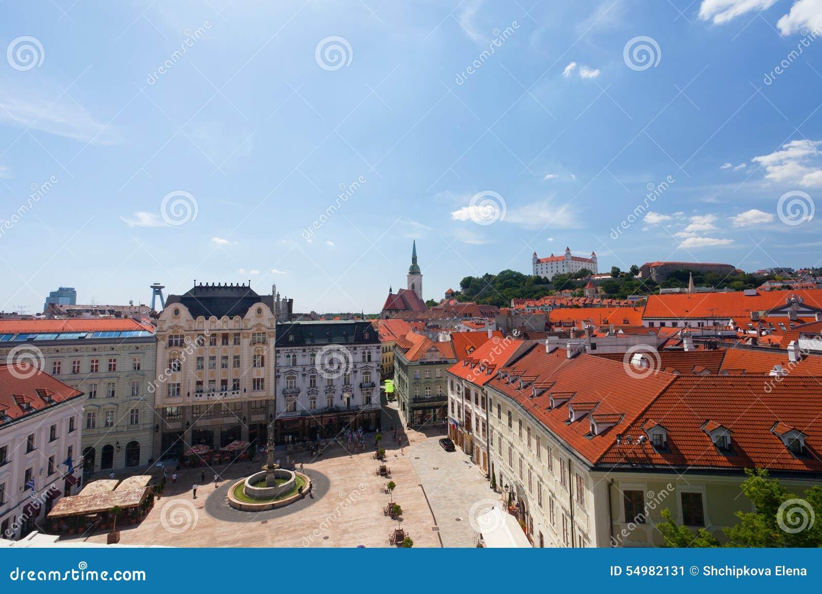 Sikt av den gamla slotten i Bratislava