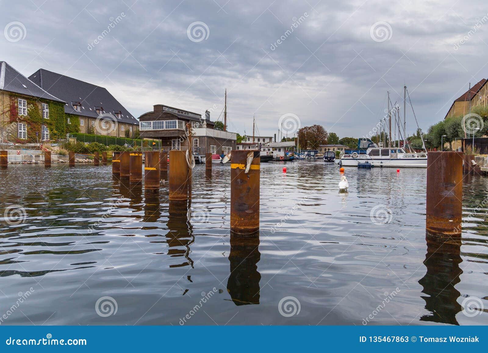 Sikt av den gamla staden för Köpenhamn från kanalen, Danmark