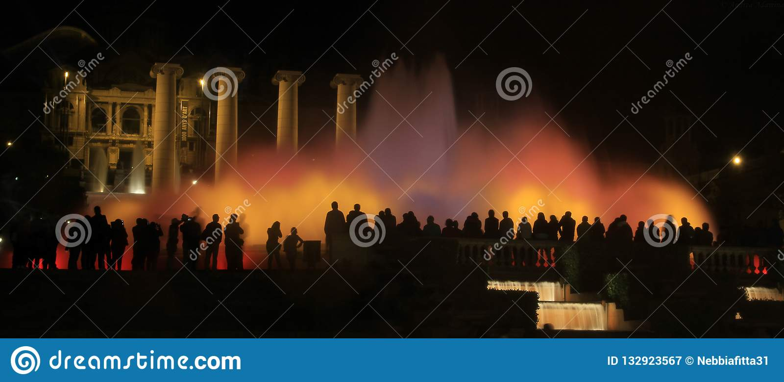 Sikt av den magiska springbrunnen av Montjuïc