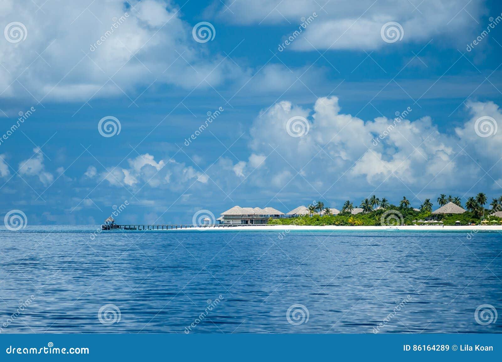 Sikt av den maldive ön för ` s