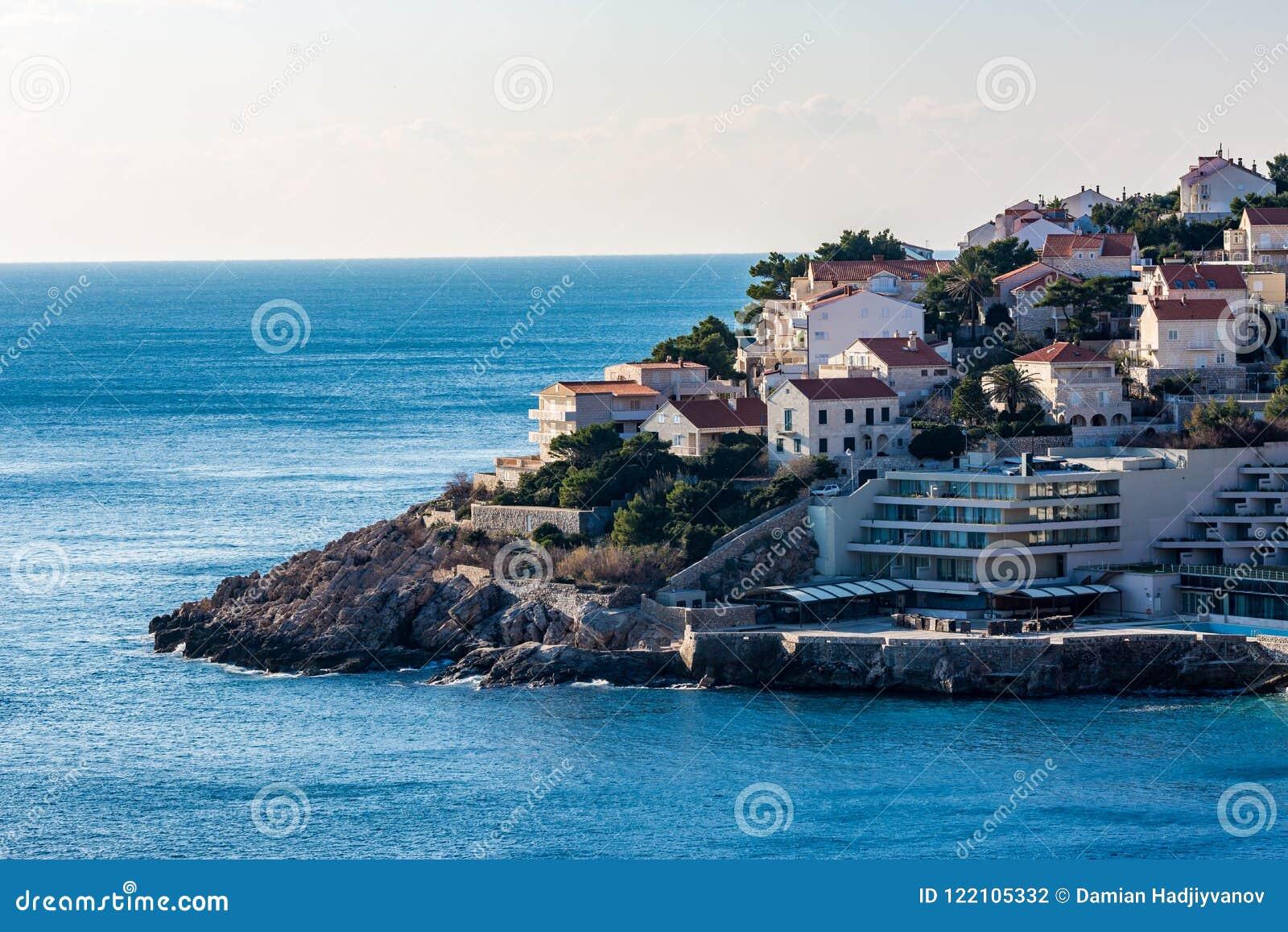 Sikt av den nya staden av Dubrovnik Kroatien vinter