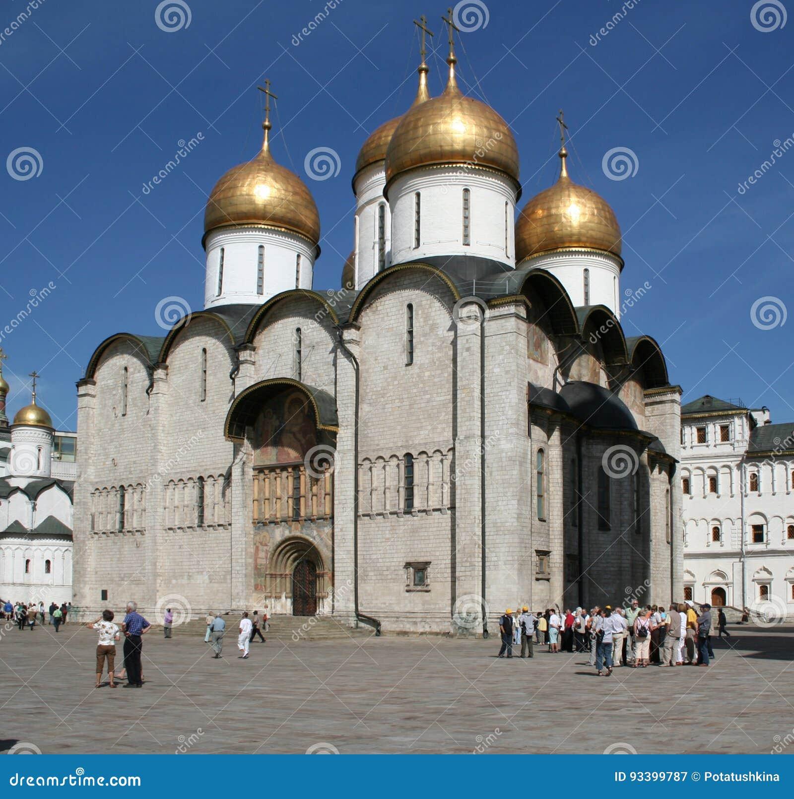 Sikt av den patriark- antagandedomkyrkan av MoskvaKreml