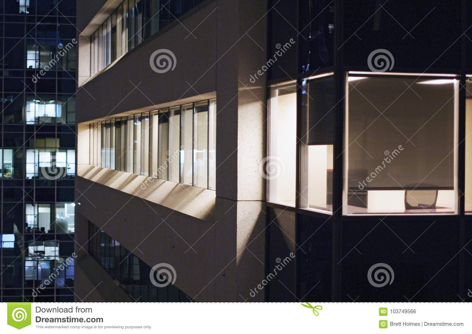 Sikt av kontorsbyggnader från närgränsande byggnad