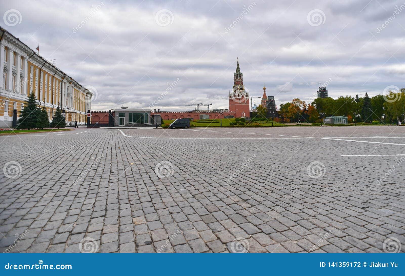 Sikt av Kreml det Spasskaya tornet och den röda fyrkanten, Moskva Ryssland