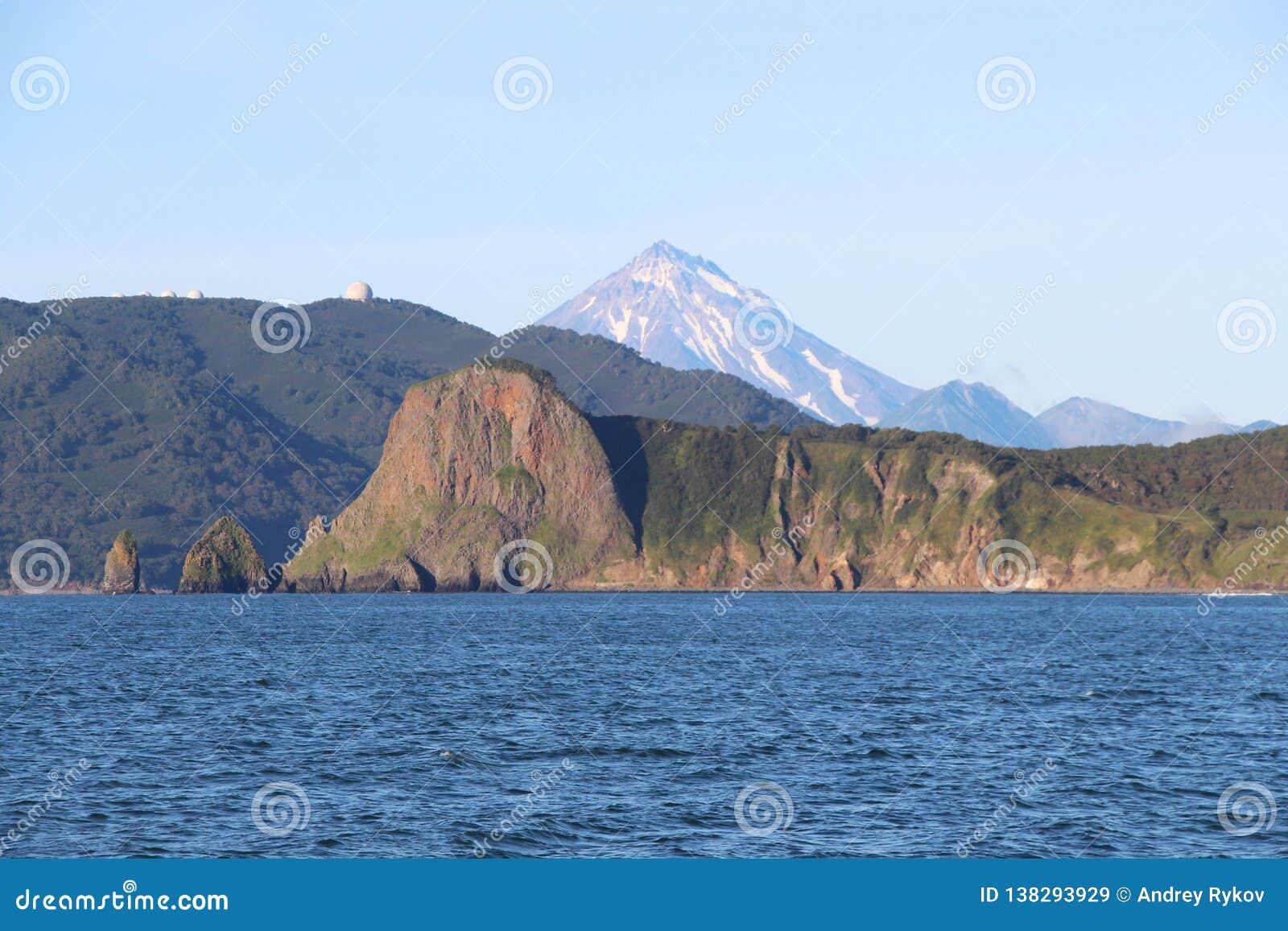 Sikt av kustlinjen av den Kamchatka halvön, Ryssland