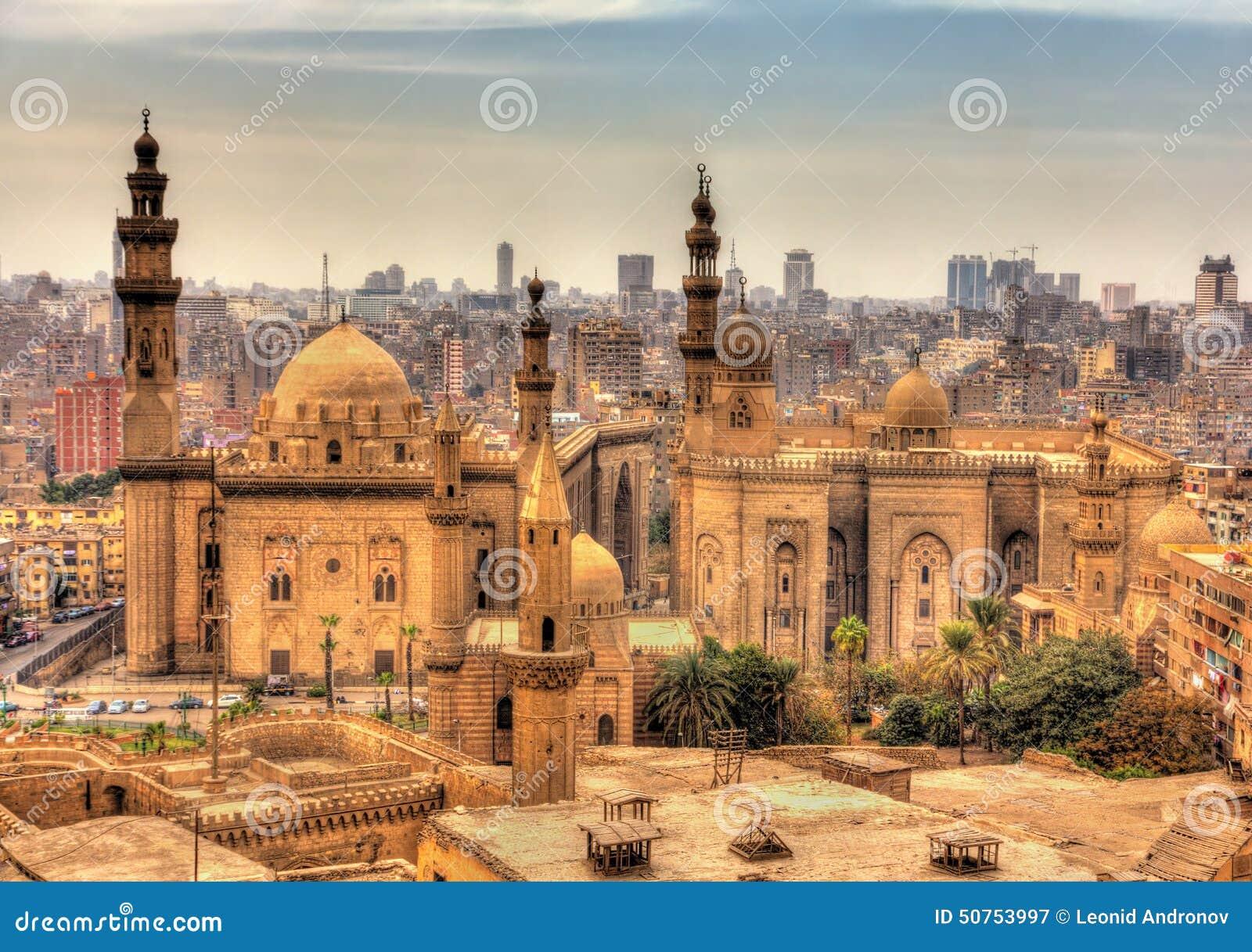 Sikt av moskéerna av Sultan Hassan och al-Rifai i Kairo