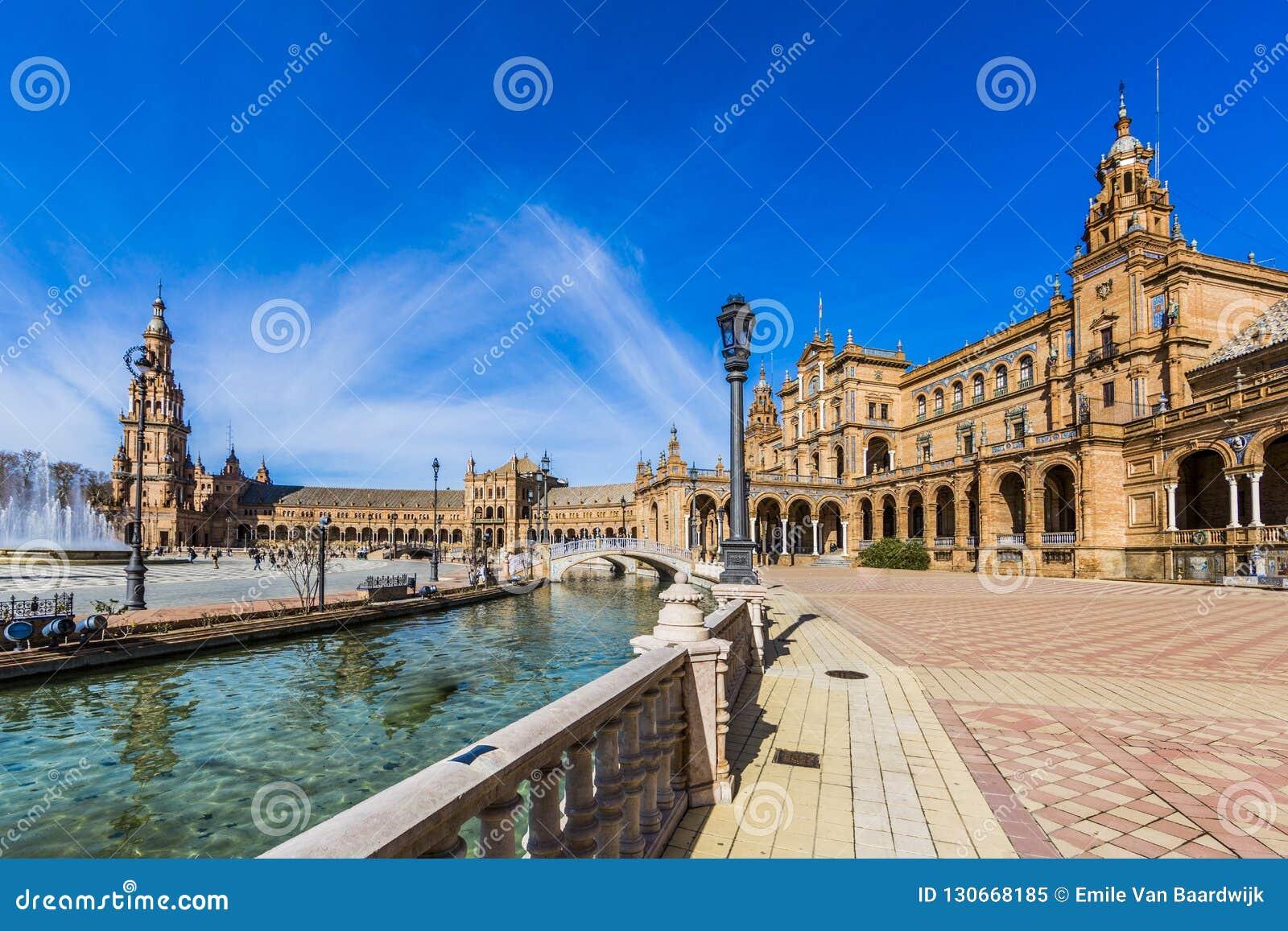 Sikt av plazaen de Espana i Seville Spanien